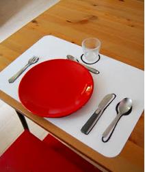 niños poner la mesa